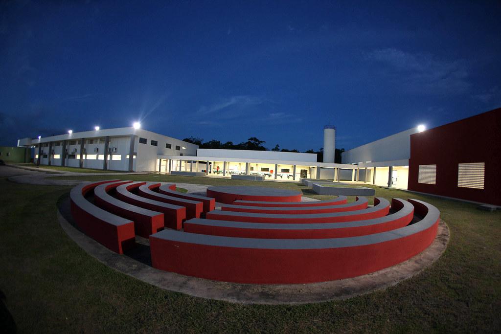 Escola tecnologica de Santarém - diretora