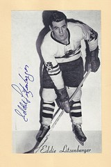 1944-63 NHL Beehive Hockey Photo / Group II - EDDIE LITZENBERGER (Centre / Right Wing) (b. 15 Jul 1932 - d. 1 Nov 2010 at age 78) - Autographed Hockey Card (Chicago Black Hawks) (#113)