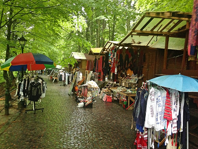 Market on road to Peles Castle