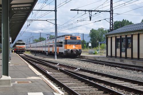 spoorwegen trein landschap fietsvakantie france berglandschap station spoorlijn bovenleiding enveitg landscape