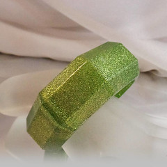 Vintage Green Glitter Lucite Bracelet. Wide. Abstract Octagon Green Glitter Lucite Bangle.