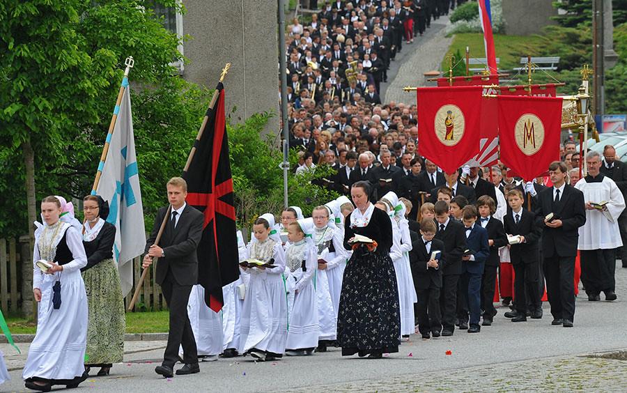 Hình ảnh lễ Mình Máu Thánh Chúa trên thế giới