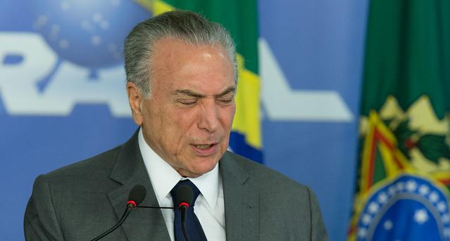 Temer durante a cerimônia de autorização do processo licitatório para implantação do sistema de captação de água do lago Paranoá - Créditos: Lula Marques/Agência PT