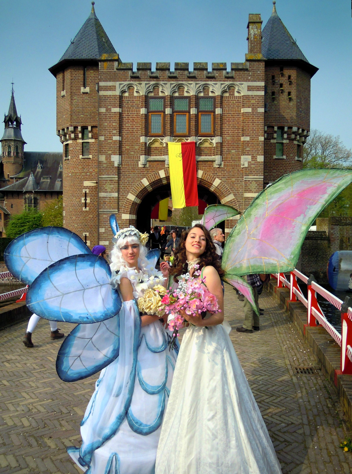 Two fairies at the Elf Fantasy Fair at Castle de Haar. Credit Juvarra