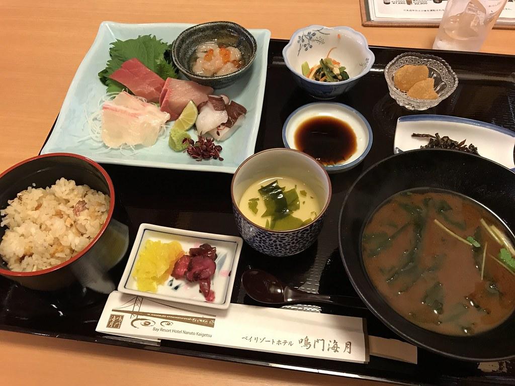 夕飯の刺身定食