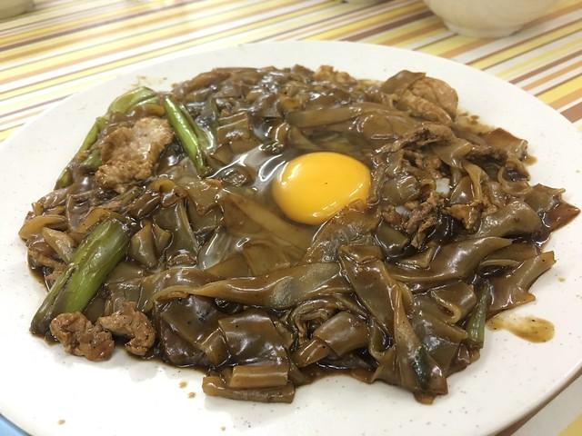 月光河(ユーコンホー)という、幅広米麺のプルプル焼きそばという感じ。