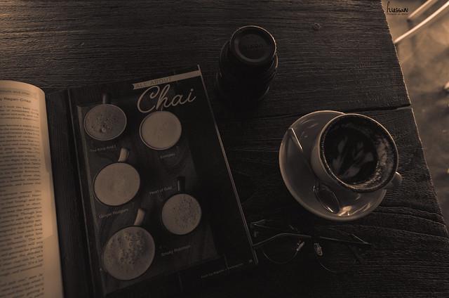 بكل صباح بالتحديد عند السادسة صباحاً، ارتشف كوب قهوة وحيداً، احاول ان أكمل يومي بدون اي ضجيج مشاعر او حتى حنين الى أحدهم، والمضي قدماً دون عودة.  hussain aL_essa