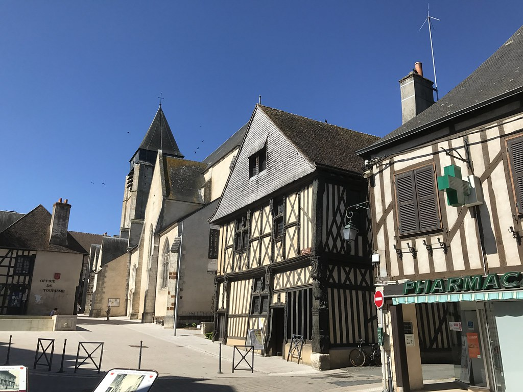 aubigny sur nere dating site The town of aubigny-sur-nere is an oddity because for 400 years it belonged to a branch of the stuarts, the scottish royal house in 1422, seven years after agincourt, a certain john stuart of.
