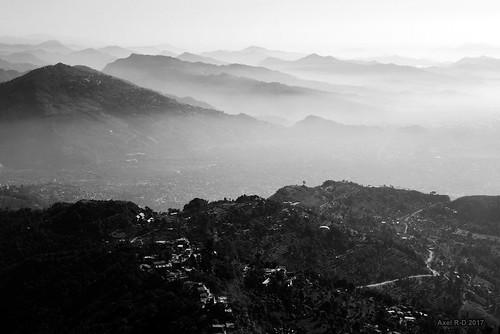 fuméeboucane montagnes nepal pokhara pollution smog