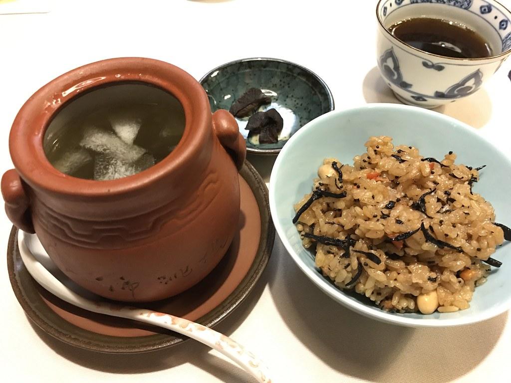 菟絲子笋米飯(炊き込みご飯)と血糯珍珠鳥(烏骨鶏のスープ)