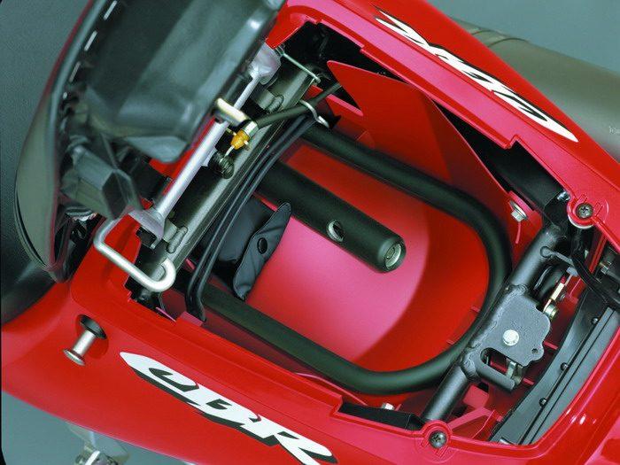 Honda CBR 900 RR FIREBLADE 2003 - 38
