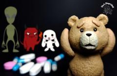 O uso de narc�ticos pode fazer vc ter alucina��es...  Deu merda...   #weed #Smoke #Ted #Green #Universal #universalstudios #teddy #bear #Figma #Movie #ActionFigure #collection #cole��o #drugs #pills #pill #pharmacy #pharmaceutical #high #pharmacist #evil