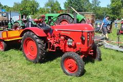 Hanomag B420 tractor