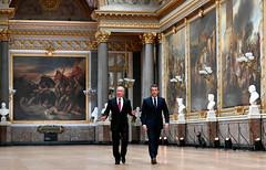 Francia responderá a todo ataque químico en Siria, advierte Macron a Putin
