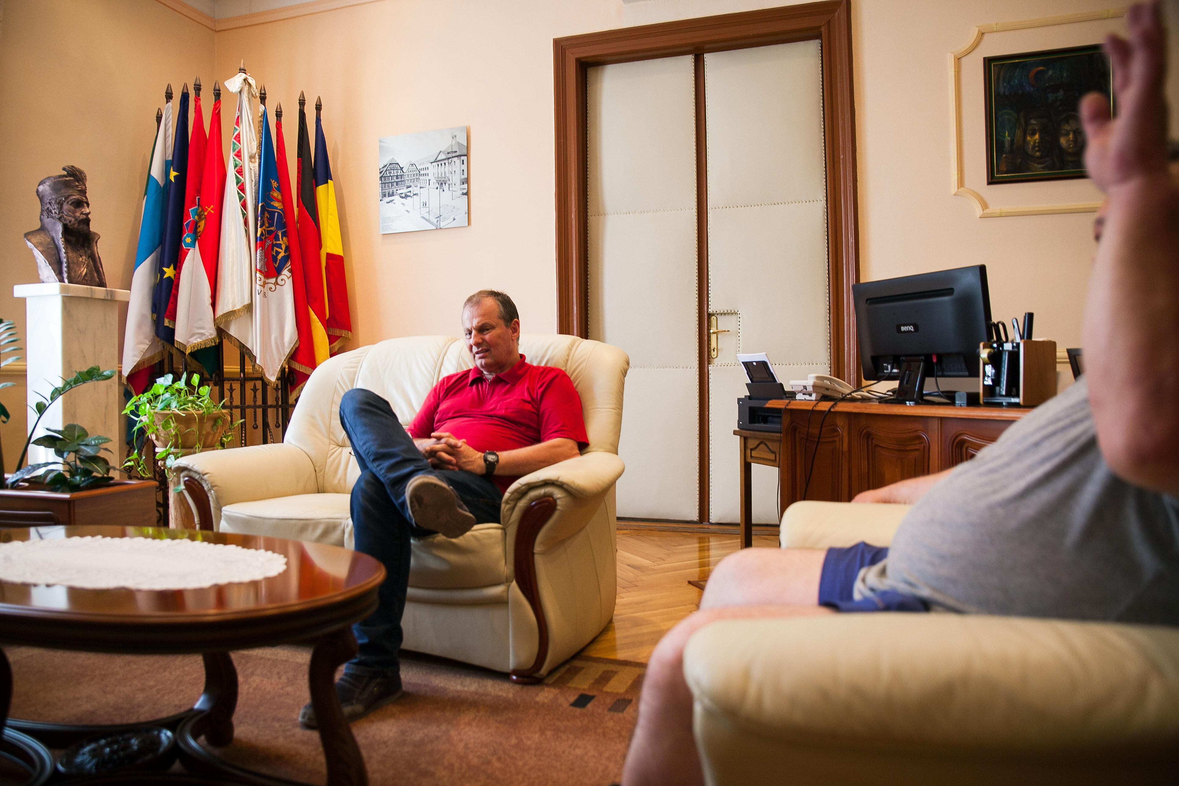 Vass Péter polgármester az irodájában | Fotó: Magócsi Márton