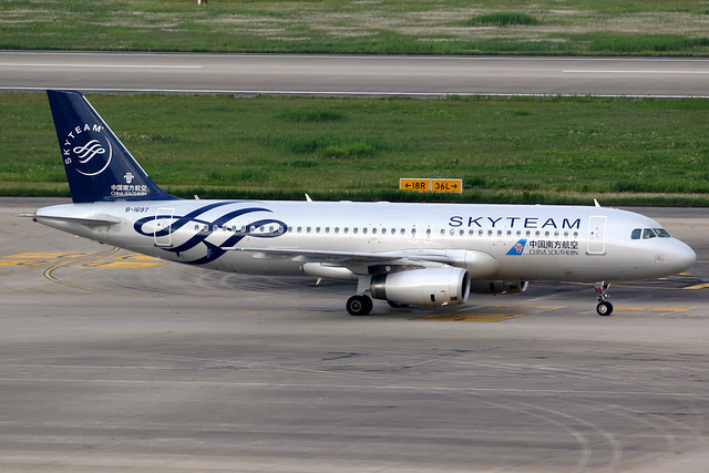 China Southern Airlines | Airbus A320-200 | B-1697 | Skyteam livery | Shanghai Hongqiao