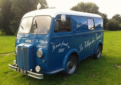Peugeot D3 / D4 Van. (F) EC-184-RT. - Photo of Le Mesnilbus