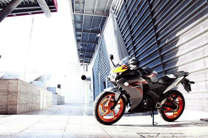 Honda CBR 125 R 2015 - 10