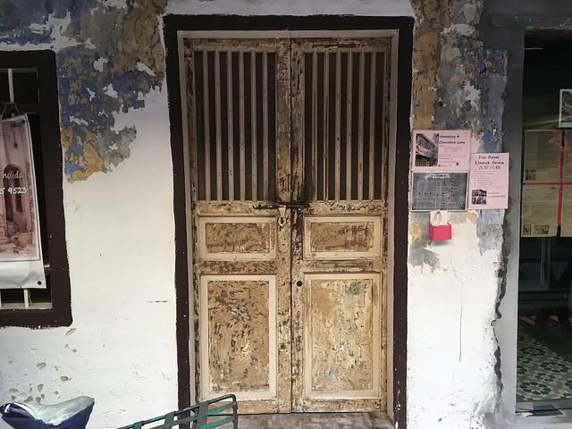 味のあるドア…と思ったら壁画