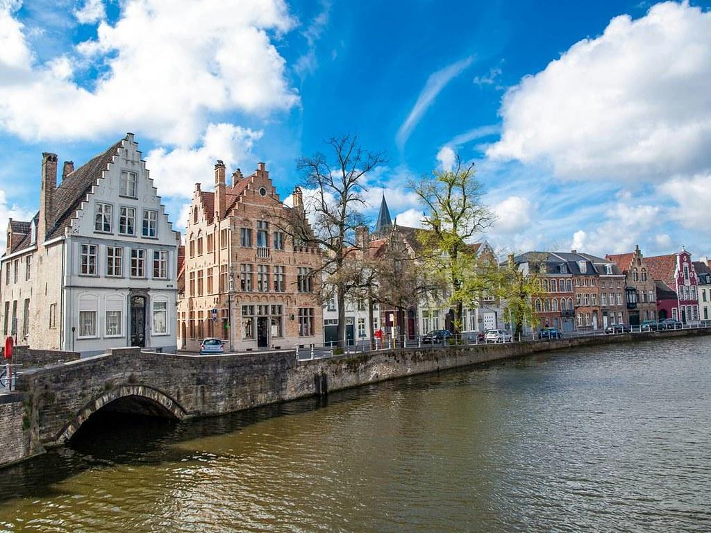 Buscando la belleza por las calles de Brujas. #streetphoto #photography #olympus #bruges #brugge #belgium #travelphoto