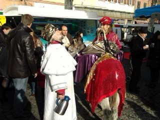 Les rois mages distribuent le café