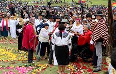 05/25/2017 - 11:30 - Cochasquí, Quito, jueves 25 de mayo del 2017 (Andes).-El presidente de la república Lenin Moreno recibió el Bastón de Mando de parte de representantes de pueblos y nacionalidades indígenas. Foto:Andes/César Muñoz