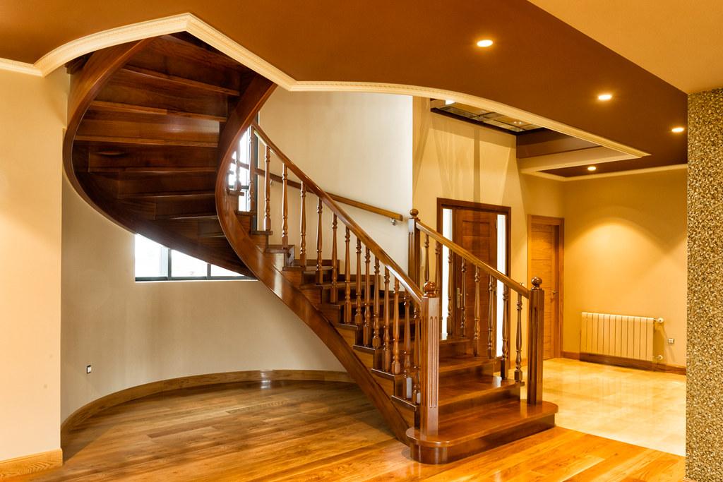 Escalera en madera de iroco
