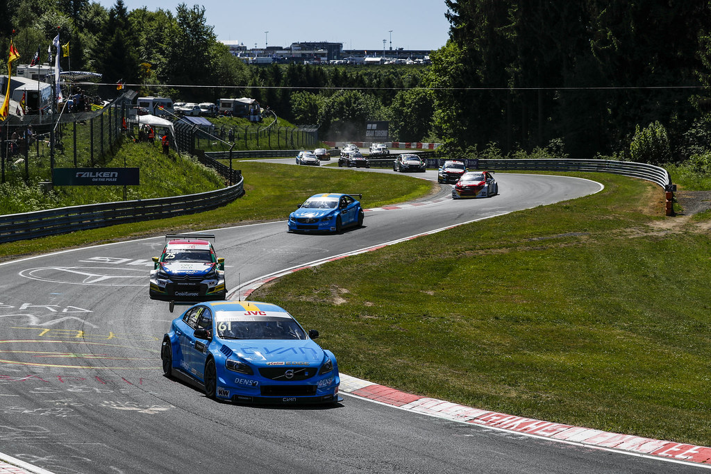 61 GIROLAMI Nestor (arg), Volvo S60 Polestar team Polestar Cyan Racing, 25 BENNANI Mehdi (mor), Citroen C-Elysee team Sebastien Loeb Racing, action Start of the race. during the 2017 FIA WTCC World Touring Car Race of Nurburgring, Germany from May 26 to 28 - Photo Florent Gooden / DPPI
