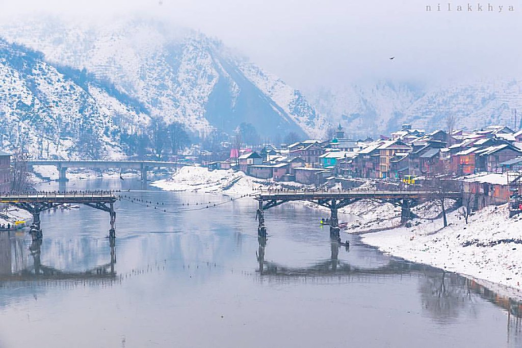 Winter Baramulla ..#traveltales #travel #backpack #backpacking #travelstories #incredibleindia #discoverindia #natgeotravel #foxtraveller #outlooktraveller #outdoorjournal </td> </tr> </table> </div> </section> <div class=