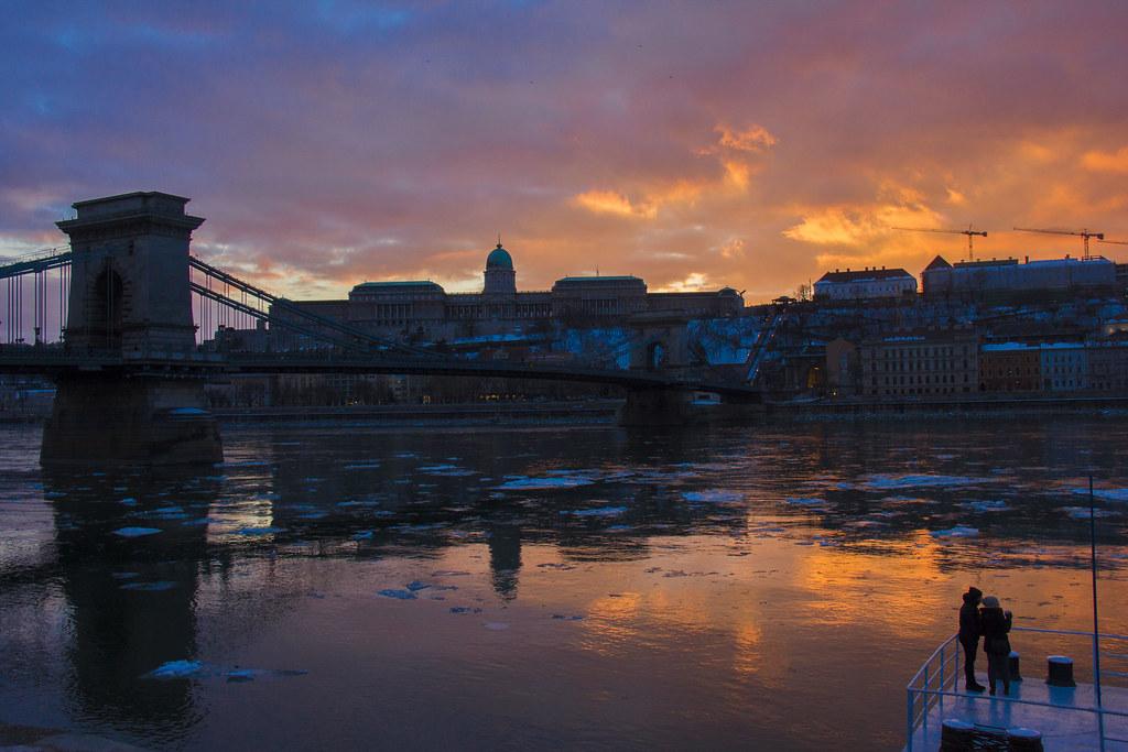 Solnedgang over Buda Castle