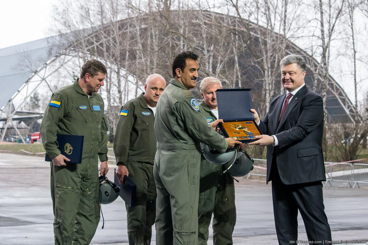 Вручение памятных знаков Ан-132D