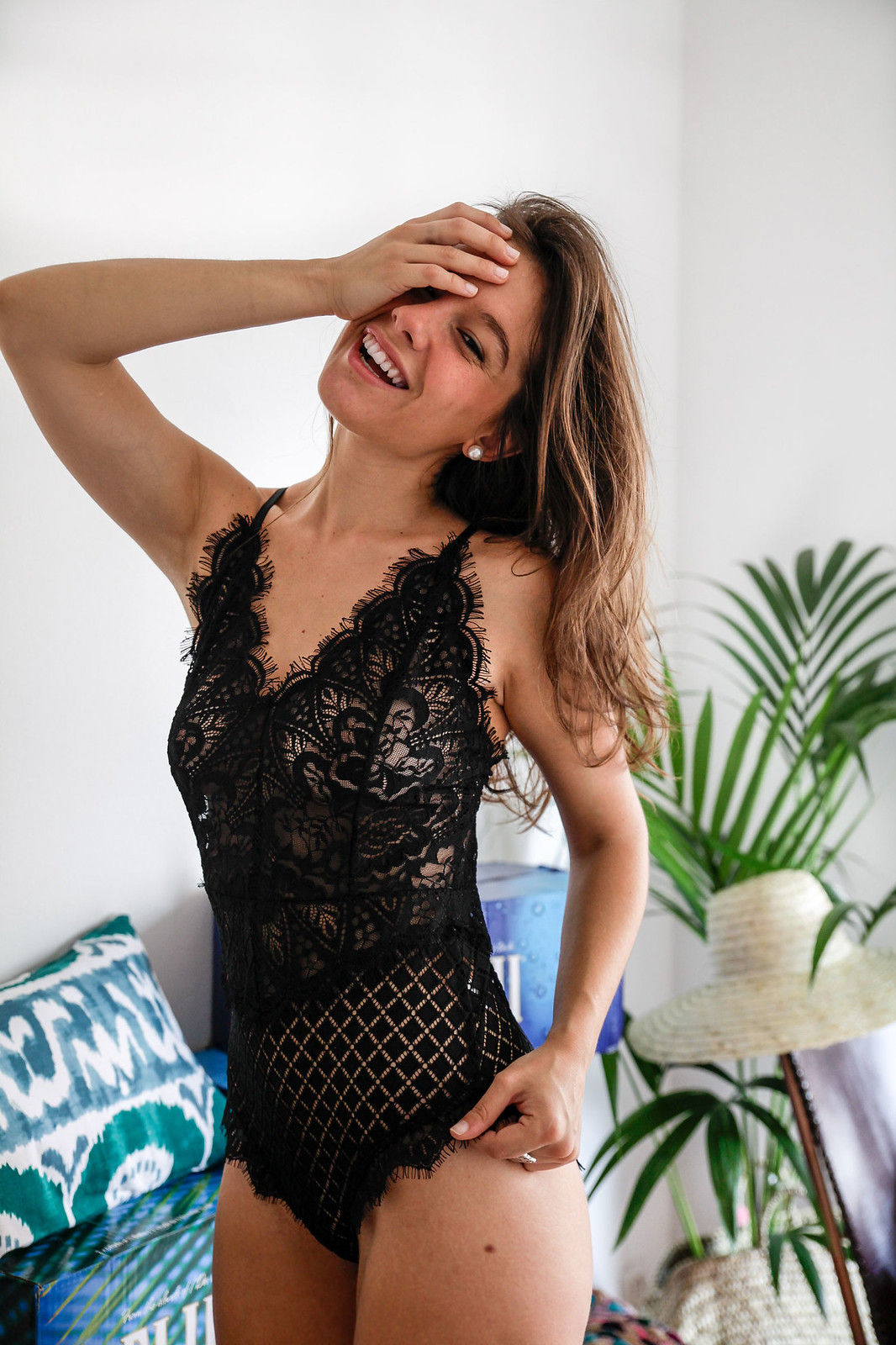 02_danity_paris_sexy_body_influencer_barcelona_theguestgirl_laura_santolaria_aloha_home_black_lace_sexy_post_bra_lenceria