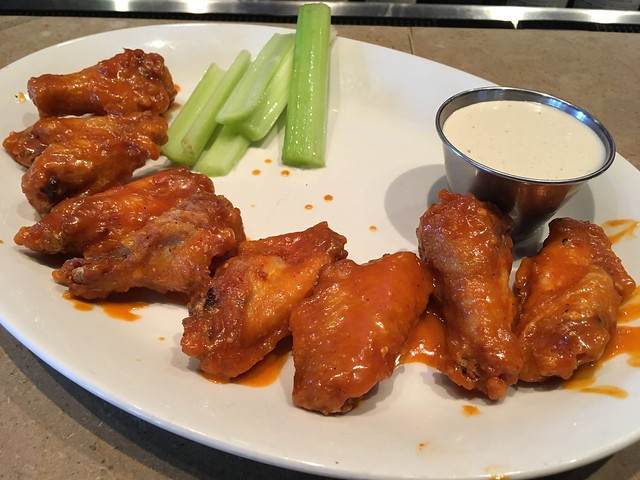 Chicken wings - Houlihan's