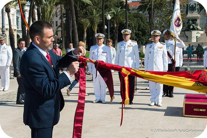 Máxima distinción para la Escuela de Infantería de Marina