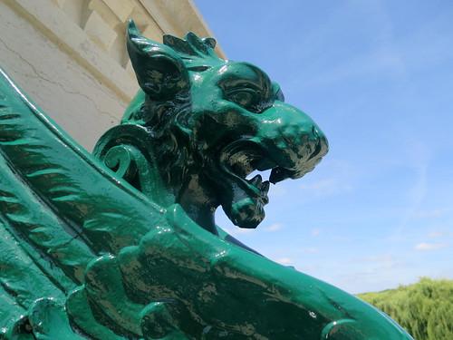 Des dents féroces... Où ? A l'entrée du Pont-Canal de Briare (Loiret)
