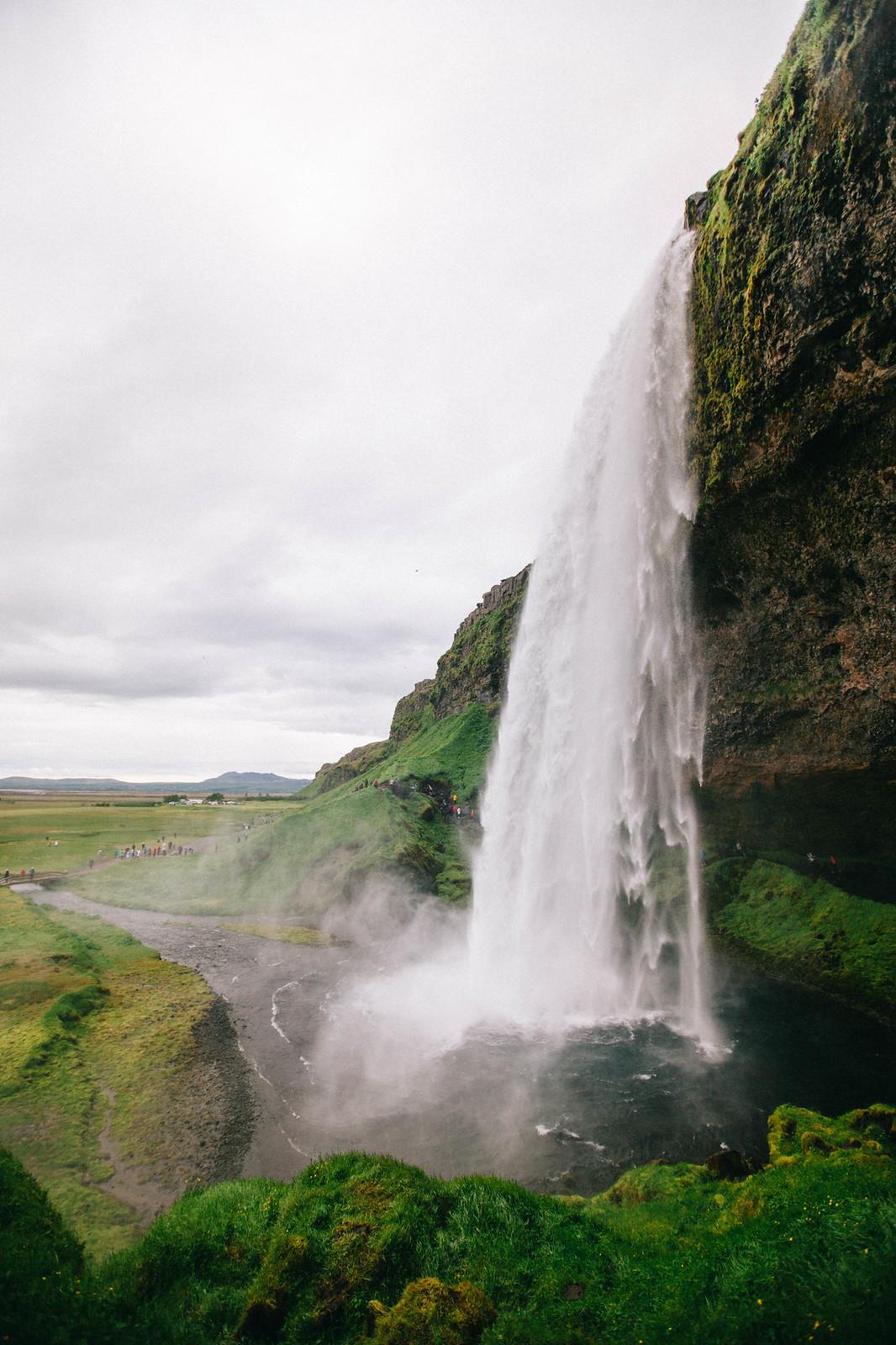 Islannin nähtävyydet top 10: Kaiken kasteleva Seljalandsfoss