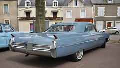 1964 CADILLAC DeVille convertible - Photo of Thenay