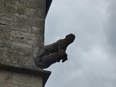 Rue de l'Église, Flavigny-sur-Ozerain - sculpture