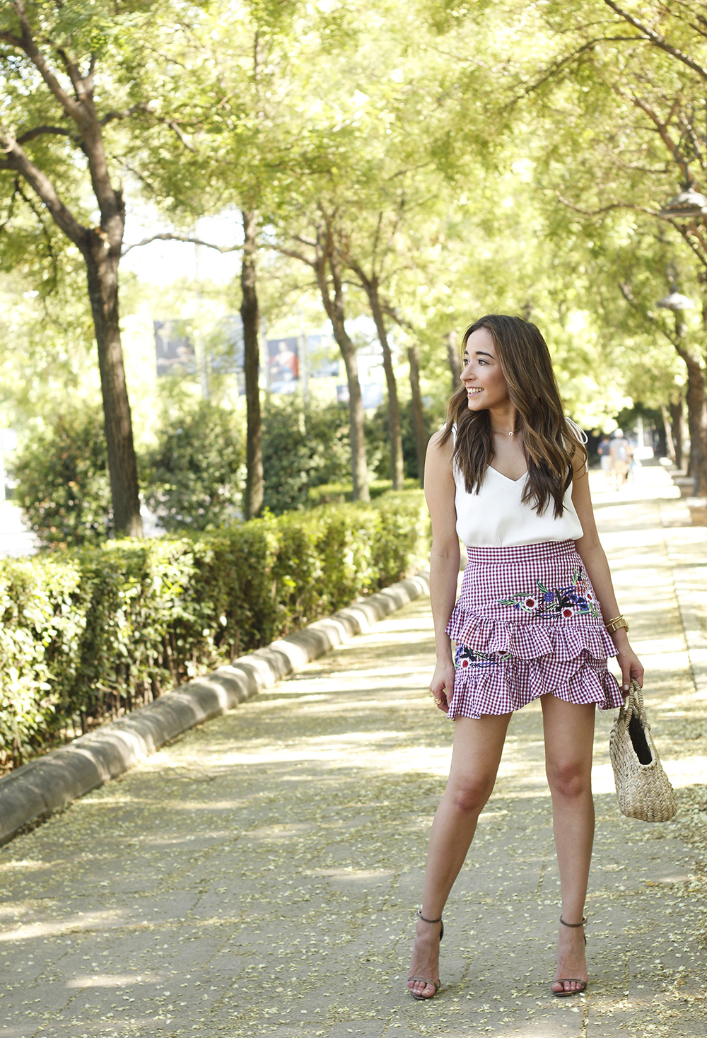 Vichy skirt with embroidered flowers rafia bag heels summer outfit style04