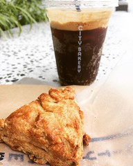 maple bacon biscuit & espresso soda...thank goodness I was finished eating, as the most hauna(stink) guy came to sit upwind from me😵dude! deodorant! #citybakery #osaka #japan #espressosoda #maplebaconbiscuit #latergram #グランフロント大阪 #メープルベーコンビスケット