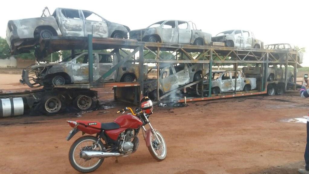 Ato criminoso na floresta: 8 carros do Ibama são incendiados na BR-163, Fogo nos carros do Ibama