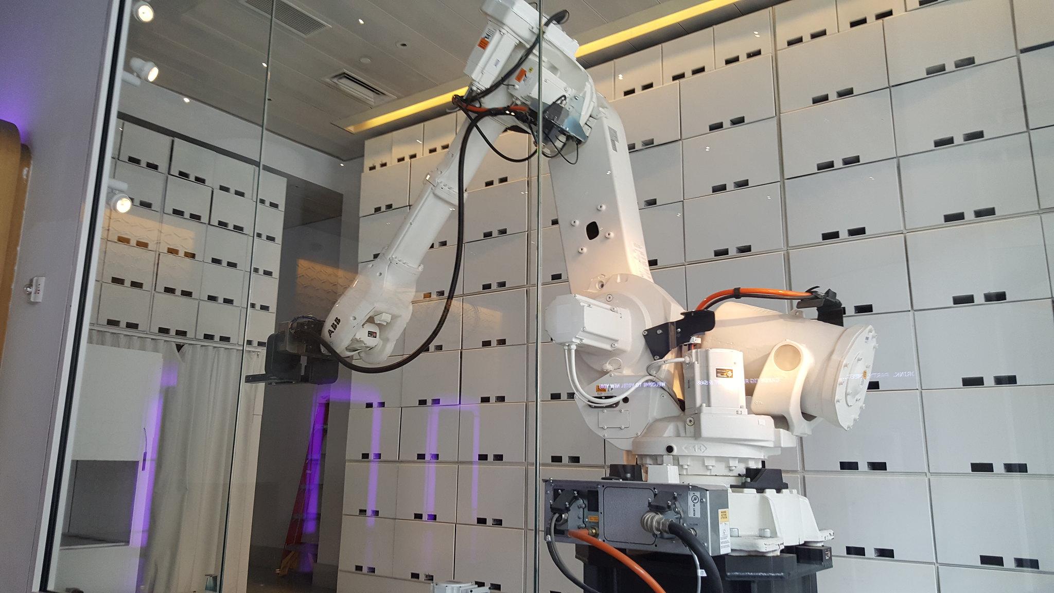 Yotel Robot