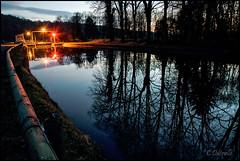 au bord du canal le soir
