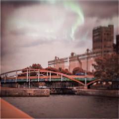 Bridge . . #montreal #igersmontreal #igersmtl #urban #city #architecture #photooftheday #streetphotography #oldmontreal #vieuxmontreal #canada #hipstamatic #hipstaoftheday #MakeBeautiful