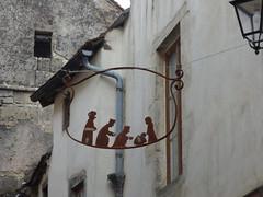 Rue de l'Église, Flavigny-sur-Ozerain - sculpture - Photo of Gissey-sous-Flavigny