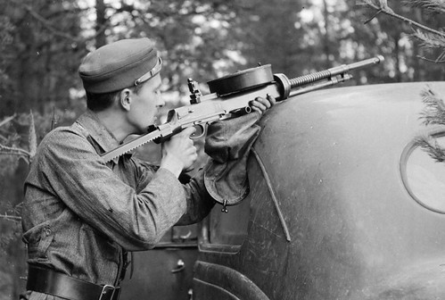 Finnish Soldier  with a captured Soviet tank DT-29 MG with a make shift Butt fitted.