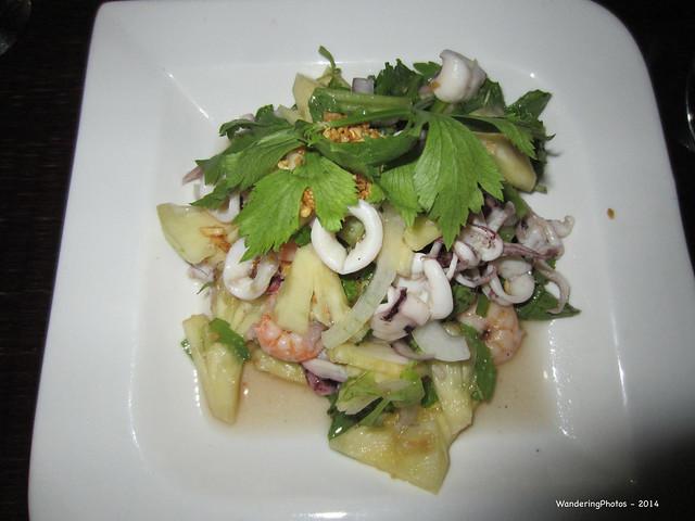 Prawn, Octopus Pineapple Salad, Canon IXUS 220HS