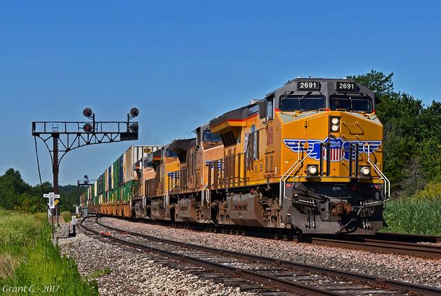 Eastbound Intermodal in Baring, MO