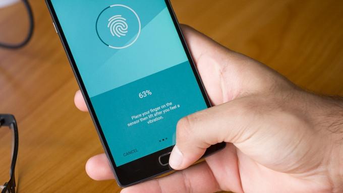 Các nhà sản xuất đã cho phép cảm biến vân tay này có thể lưu trữ và nhận diện vân trên nhiều ngón tay khác nhau.