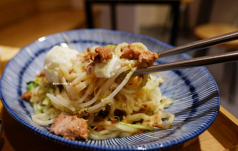 誠食堂No More Lies-冰淇淋和麵拌在一起吃耶.麵食飯食湯品.東海別墅商圈美食